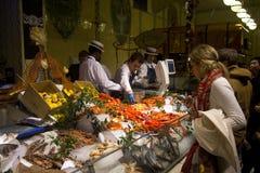 De afdeling van het voedsel in Harrods, Londen Stock Foto