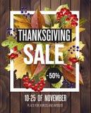 De affiche van de dankzeggingsverkoop met de herfstbladeren op houten achtergrond Vector illustratie stock illustratie
