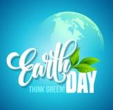De Affiche van de aardedag Vectorillustratie met Aardedag het van letters voorzien, de planeten en de groene bladeren stock illustratie