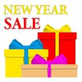 De affiche van de nieuwjaarverkoop met stapel van kleurrijke verpakte giftvakjes en het lint buigen Stock Foto