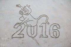 2016, de afgelopen jaartekens op het strand Stock Afbeeldingen