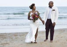 De Afrikaanse Amerikaanse dag van het paar` s huwelijk royalty-vrije stock afbeeldingen