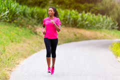 De Afrikaanse Amerikaanse jogging van de vrouwenagent in openlucht - Geschiktheid, peopl stock foto's