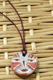 De Afrikaanse amulet van de klei stock afbeeldingen
