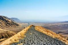 De Afrikaanse stijging van de landschapsvulkaan in Kraterhooglanden stock afbeelding