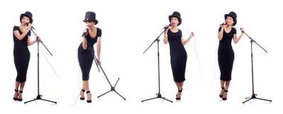 De Afro-Amerikaanse vrouwelijke die zanger op wit wordt geïsoleerd Royalty-vrije Stock Afbeeldingen