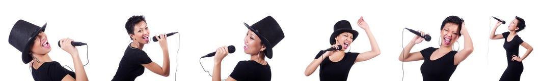 De Afro-Amerikaanse vrouwelijke die zanger op wit wordt geïsoleerd Stock Foto's