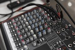 De afstandsbediening van DJ Het audiocontrolemechanisme van DJ Elektronische draaischijf royalty-vrije stock foto
