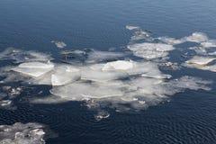 De afwijking van het ijs op de rivier Het ijs in het water Royalty-vrije Stock Afbeelding