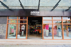 De afzetopslag van Adidas Stock Foto's