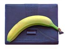 De agenda met banaan, heeft een rust op het werk! Stock Afbeelding