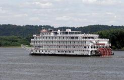 5 de agosto de 2015 Dubuque Iowa: A rainha do barco de pá de Misissippi Imagens de Stock Royalty Free