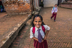 18 de agosto de 2014 - estudiante del niño en Bhaktapur, Nepal Foto de archivo