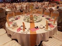 31 de agosto de 2016, Kuala Lumpur Banquetee la cena con la decoración de la bandera de Malasia en la tabla Foto de archivo