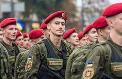 24 de agosto de 2016 Kyiv, Ucrania Desfile militar para el Ukrainia Foto de archivo