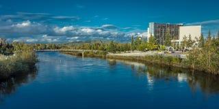 25 de agosto de 2016 - opinião da skyline de Fairbanks Alaska sobre o rio de Chena Imagens de Stock Royalty Free