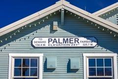 31 de agosto de 2016, Palmer Alaska, trainstation histórico entre Seward y Fairbanks Alaska, elevación 241 pies, Fotografía de archivo