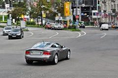 5 de agosto de 2012, Kiev, Ucrania; Aston Martin Vanquish Vehículo en el movimiento foto de archivo libre de regalías