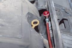 De airconditioning bij de auto wordt gevuld royalty-vrije stock foto
