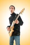 De akoestische speeldetails van de gitaargitarist Muzikale instrumant met uitvoerdershanden Stock Afbeelding