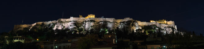 De Akropolis van Athene bij nacht Stock Foto