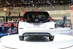 De al nieuwe het Blad elektrische auto van Nissan 2018 is bij de de Motorshow 2017 van Doubai Stock Fotografie
