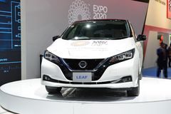 De al nieuwe het Blad elektrische auto van Nissan 2018 is bij de de Motorshow 2017 van Doubai Stock Afbeelding