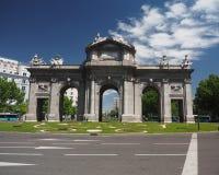 普埃尔塔de Alcala在Plaza de la Independencia马德里,西班牙 库存图片