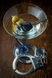De alcohol sluit Handcuffs stock foto's