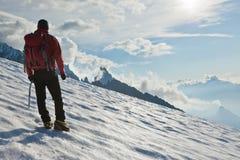 De alleen gletsjer van de bergbeklimmer Stock Foto