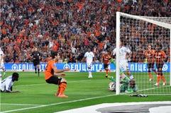 De allmost schop van Mkhitaryan een bal Stock Afbeelding