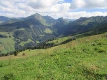 De Alpen - Mening van bergpieken in Oostenrijk Stock Foto