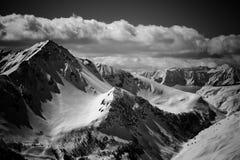 De Alpen van Grayscale stock afbeelding