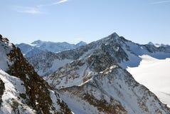 De Alpiene bergen van de winter Stock Foto's