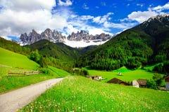 De alpiene bergen van het plattelandsdolomiet royalty-vrije stock afbeelding