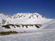 De Alpiene Route van Tateyamakurobe (de Alpen van Japan), Toyama Japan stock afbeelding