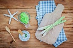 De alternatieve huidzorg en schrobt Natural spa ingrediënten lemongr royalty-vrije stock foto