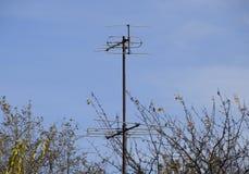 De aluminiumantennes voor het ontvangen van een televisiesignaal in de meter en decimeter strekken zich uit royalty-vrije stock afbeelding