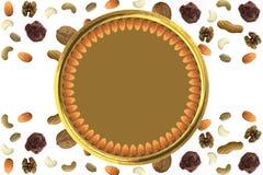 De amandelen schikten in cirkel in Gouden plaat met Diverse droge fruitnoten en chocolade abstract patroon met vrije lege ruimtea Royalty-vrije Stock Foto
