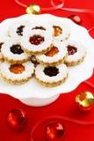 De Amandelkoekjes van Kerstmislinzer Torte met Domeinen Stock Foto's