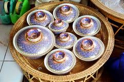 De ambacht Benjarong is traditionele Thaise vijf basiskleurenstijl pott stock afbeeldingen