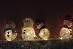 De ambachtenopen haard verlichte sneeuwmannen van Kerstmisdecoratie Royalty-vrije Stock Fotografie