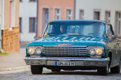 De Amerikaanse chevroletauto op een oldtimer toont in altentreptow Duitsland bij 2015 kan Stock Foto