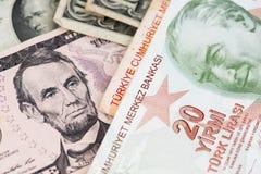 De Amerikaanse dollarrekening en de Turkse Lirebankbiljetten sluiten omhoog beeld stock fotografie