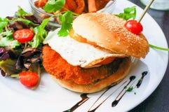 De Amerikaanse hamburger van de kaaskip stock afbeeldingen