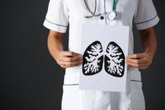 De Amerikaanse longen van de de inkttekening van de verpleegstersholding stock fotografie
