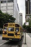 De Amerikaanse verticaal van de schoolbus royalty-vrije stock foto's