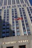 De Amerikaanse vlag en van het Imperium Bouw van de Staat Royalty-vrije Stock Afbeeldingen