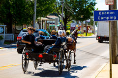 De Amishjeugd uit voor een rit Royalty-vrije Stock Fotografie