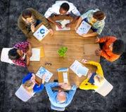 De Analyse Communicatie van vergaderingsgegevens Plannings Bedrijfsconcept Stock Afbeeldingen